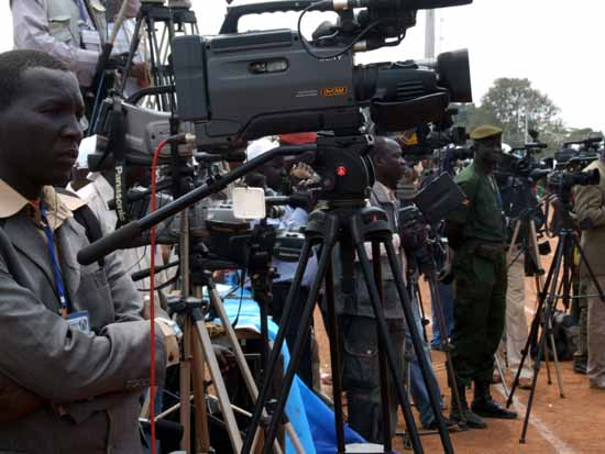 South Sudanese reporters cover an event  - Gurtong photo